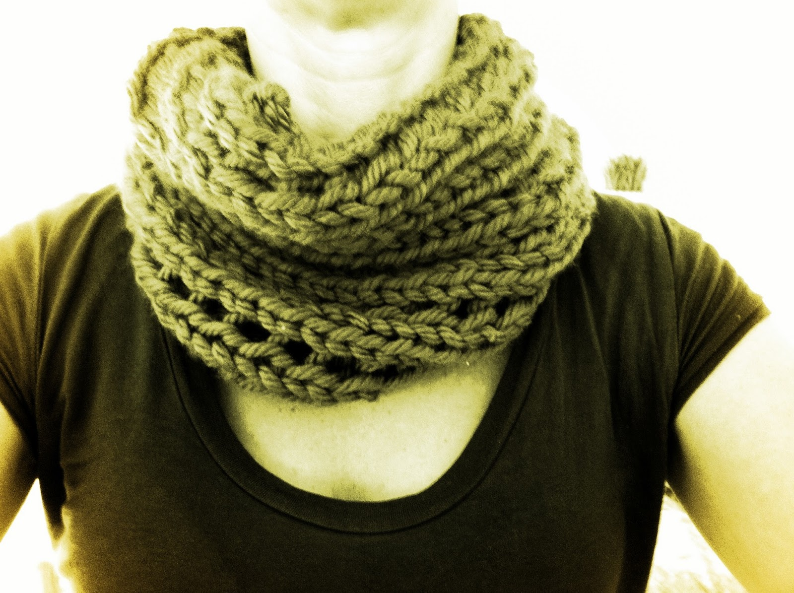 Simple Knit Cowl Pattern : Live, Love, Laugh . . . and blog?: Free and Easy Chunky Cowl Pattern