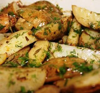 Картофель по-деревенски (запеченный в кожуре с травами и чесноком)