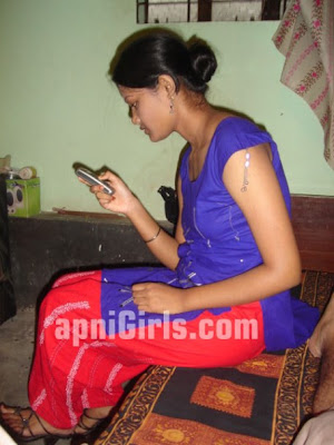 Bangladeshi girl Chatting With Boyfriend On Mobile