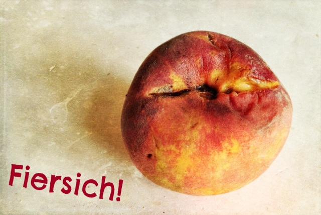 """Angegammelter Pfirsich mit dem Schriftzug """"Fiersich"""""""