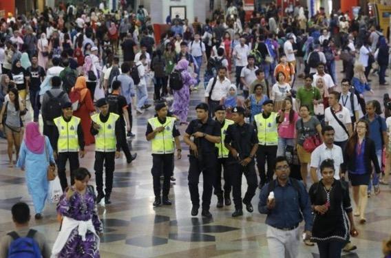 Risiko serangan di Jalan Alor, Malaysia berhati-hati