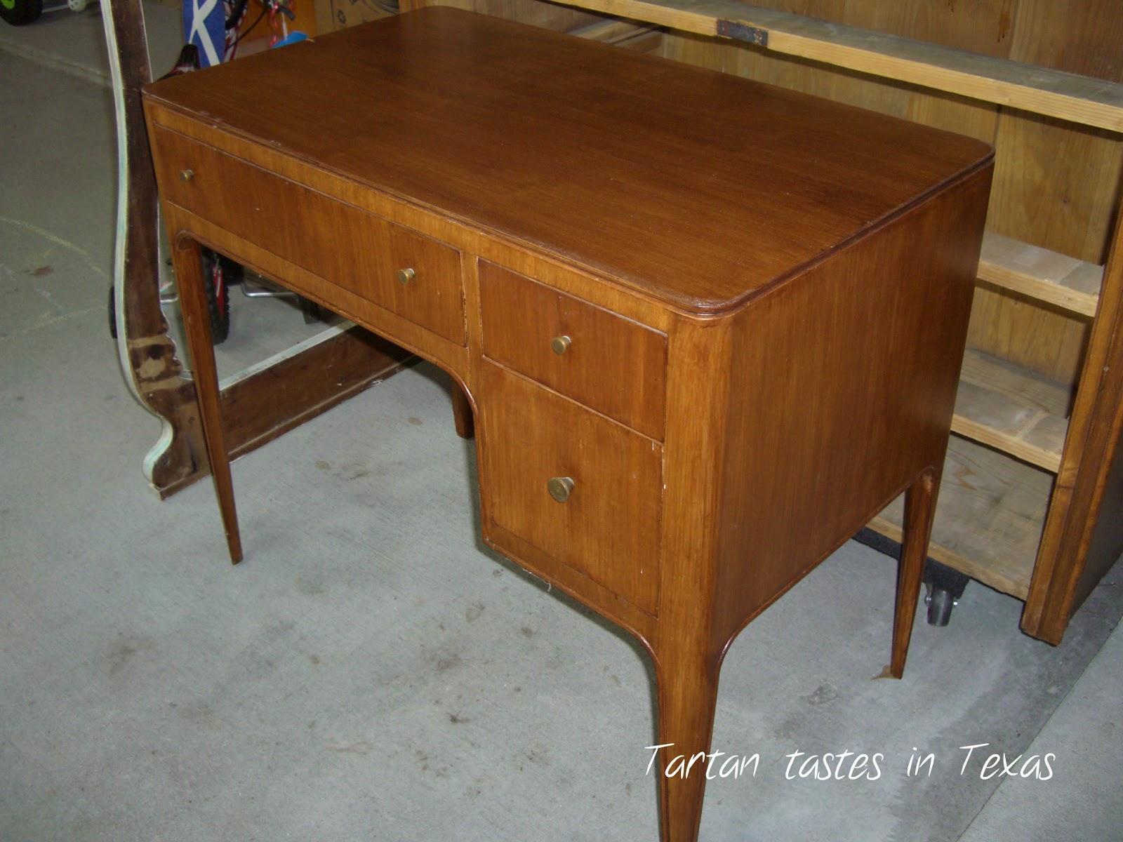 Tartan tastes in texas furniture friday the cute little for Cute vanity desk