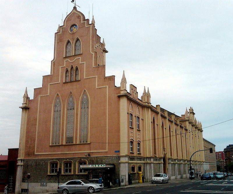 Edificio Parroquia Maria Auxiliadora en Santander
