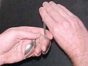 trik membengkokkan sendok part 5