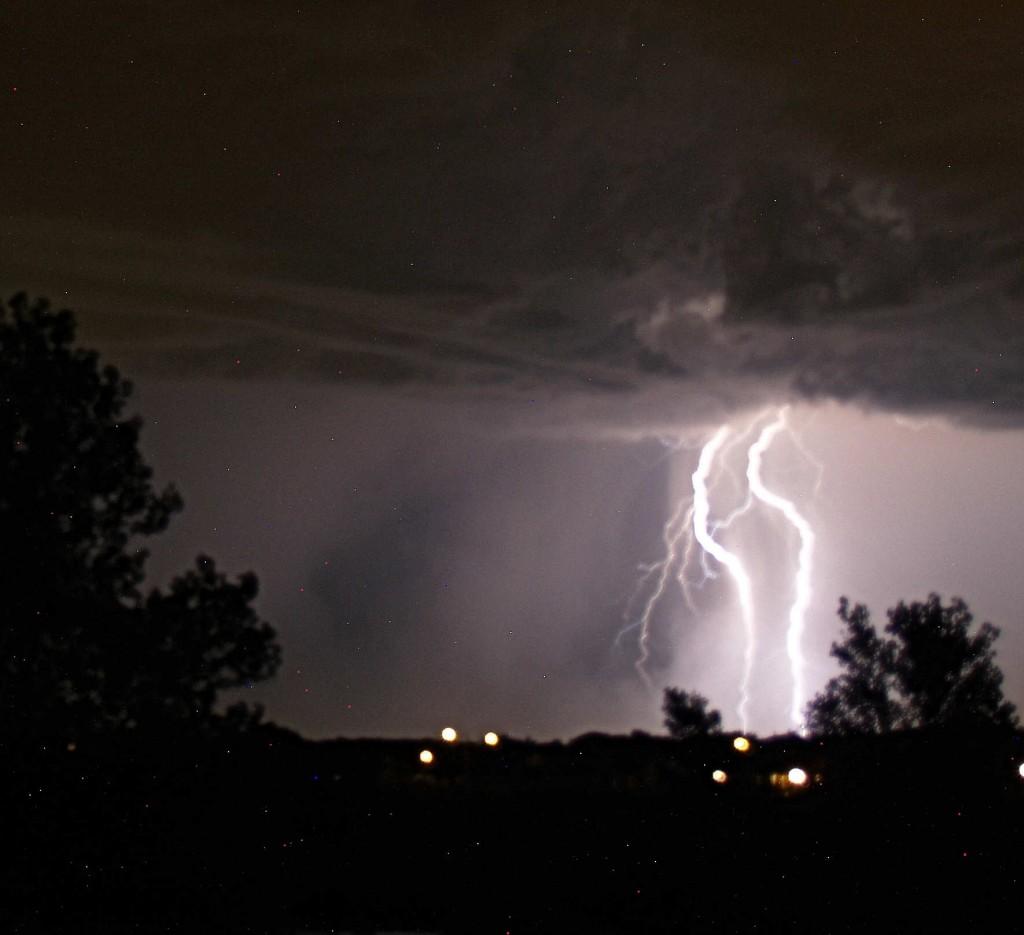 http://1.bp.blogspot.com/-AL_2zjgEH8s/T1bQAxjCZ5I/AAAAAAAAIww/NcIRM4QTTOI/s1600/lightning_of_thunder.jpg