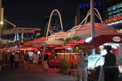 tempat makan di singapura, tempat nongkron di singapura, jenis tempat makan, cafe pinggir jalan, cafe pinggir sungai, cafe di singapore river