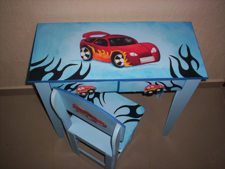 mesa para estudo Hot Wheels R$ 180,00