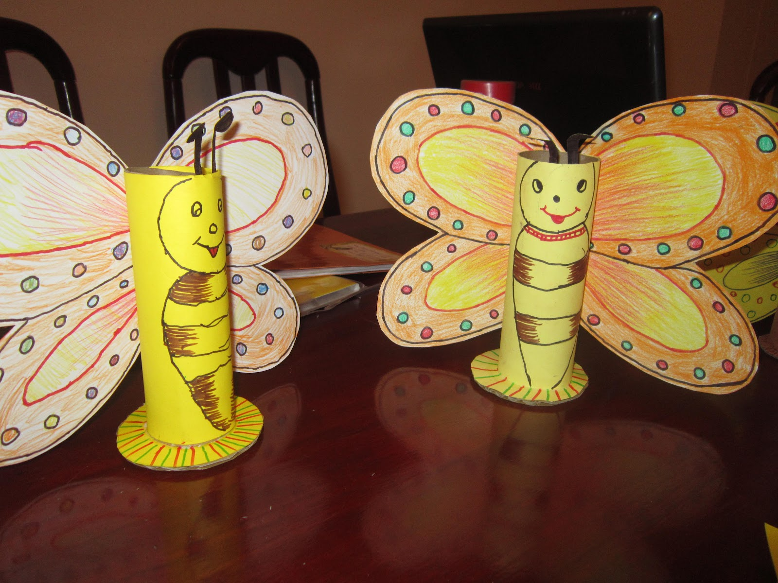 Divine art simple craft projects for kids for Simple waste material things