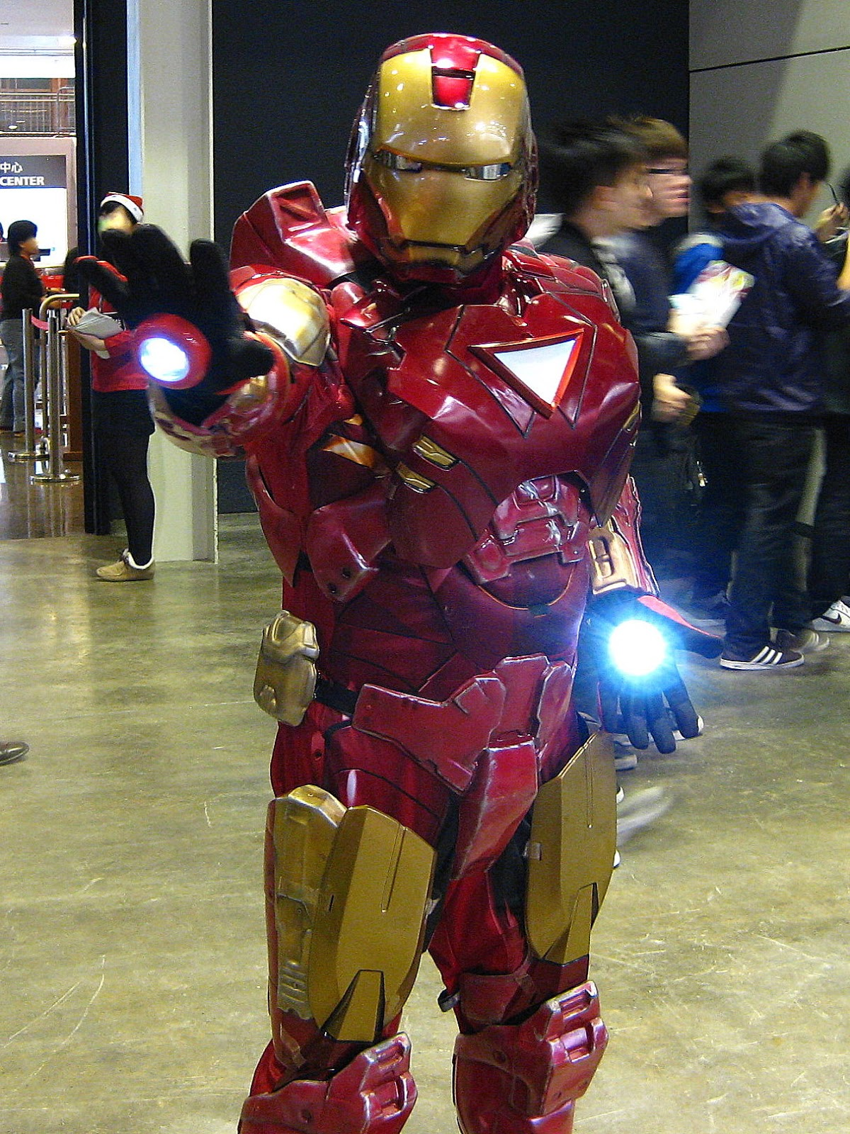 Iron Man Cosplay at Asia Game Show 2010 (Video)