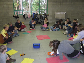 50 minute classes with full parent participation are held at the Shawnigan Lake Community Centre to give space for maximum opportunity of movement.