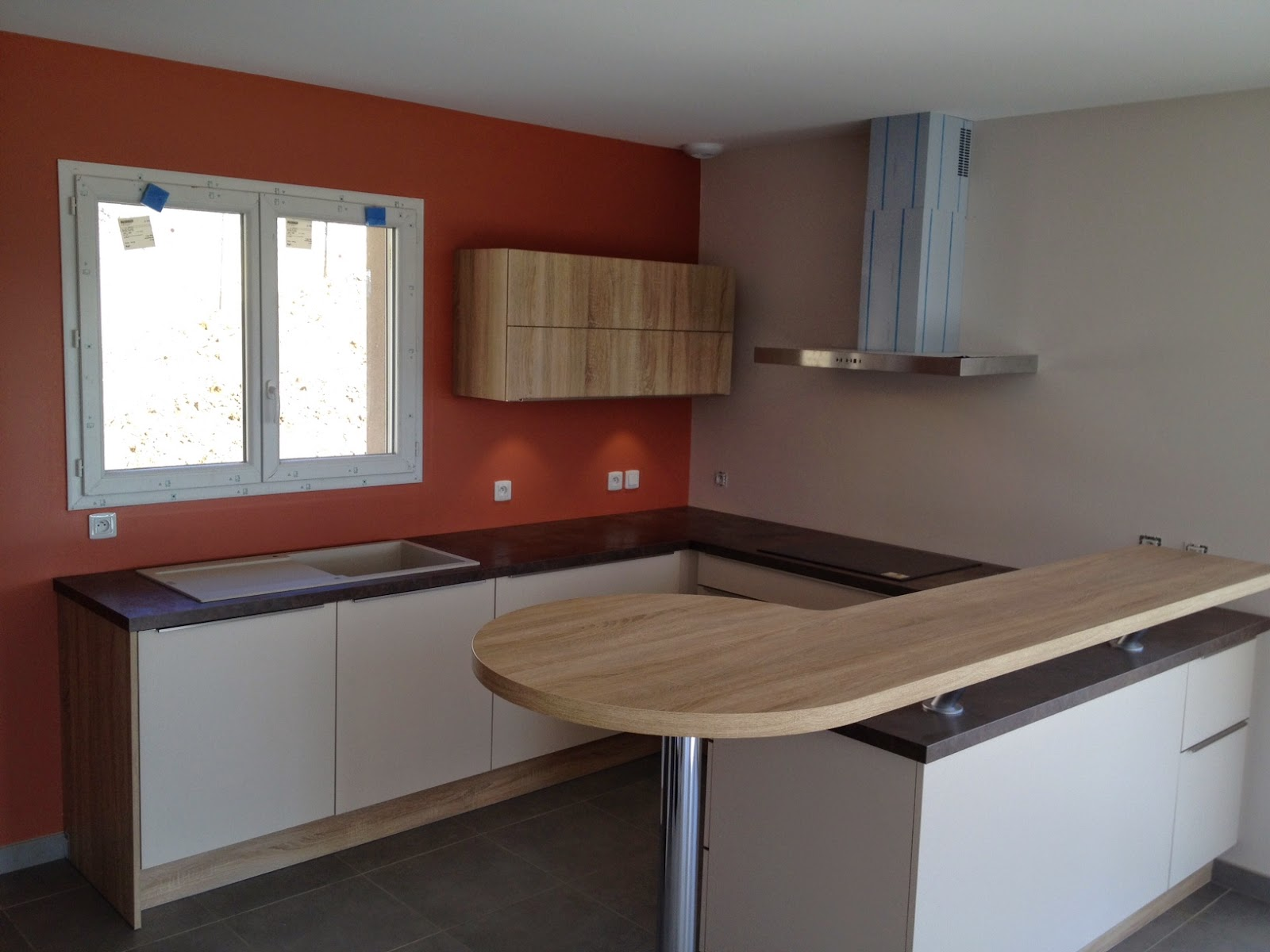 Faade Cuisine Sable Plan De Travail Oxyde Cuivre Table Repas Chne Sierra  Poigne Philia With Table Mobalpa