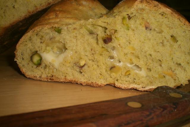 pane ai pistacchi e formaggio ragusano