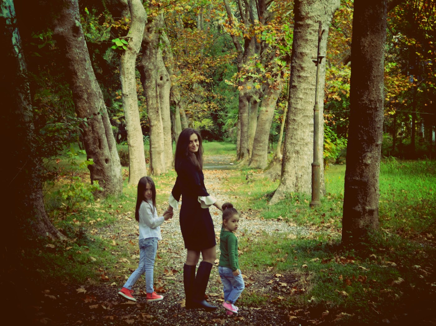 Молодежь на отдыхает природе