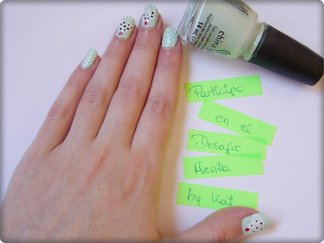 nail art cupcakes de menta con nata y chocolate puntos, dots