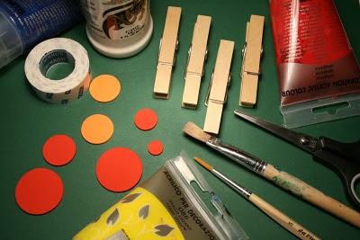 Decorar pinzas de la ropa en Recicla Inventa