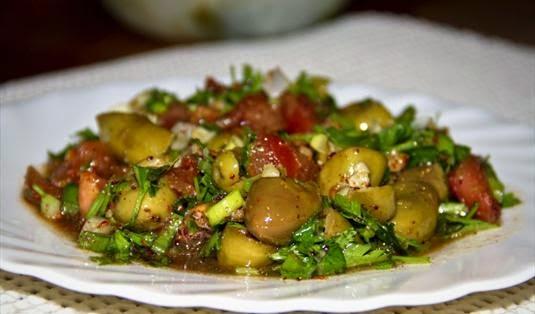 Yeşil Zeytin Salatası Tarifi