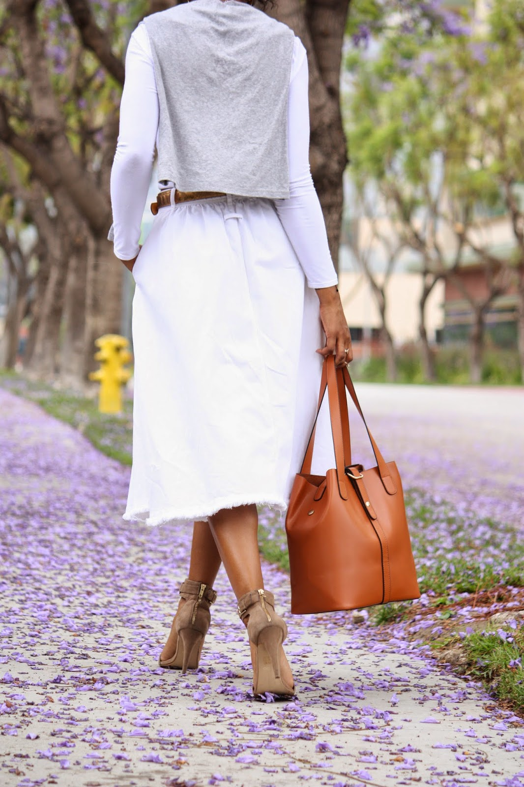 Outfit details, Cynthia Rowley gray shirt, HM white denim skirt, Ms Littles Bag tan multifunctional bucket bag