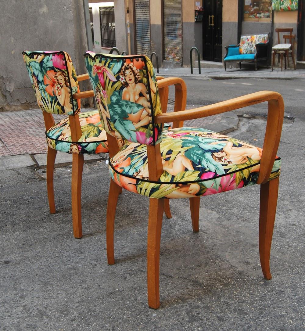 La tapicera sillas a os 50 tapizadas con tela de pin ups - Tapizado de sillas de comedor ...