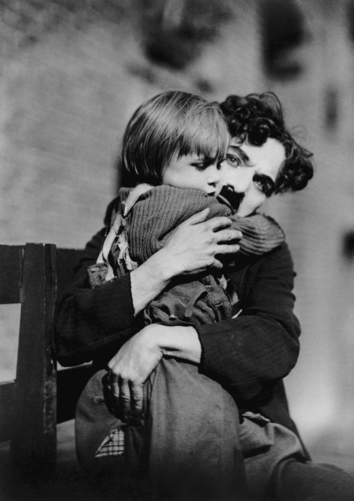 a review of the kid by charlie chaplin Desperate, edna leaves her child in a limo with a note - she's going to kill herself  charlie rescues the child and cares for it, but five years later.