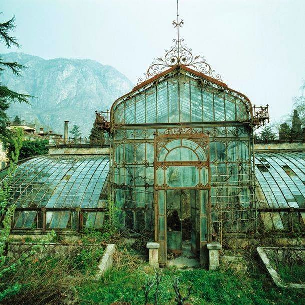 how to build a greenhouse in your backyard