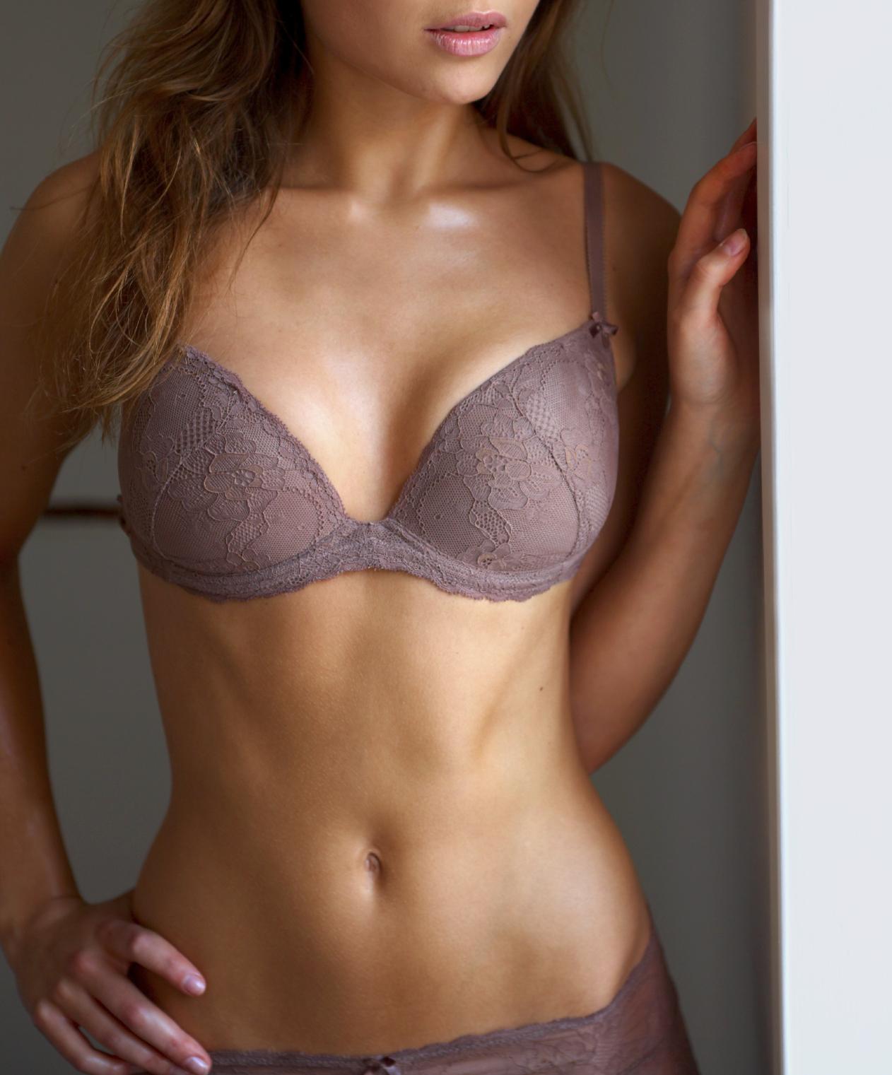 Фотографии женской груди третьего размера 23 фотография