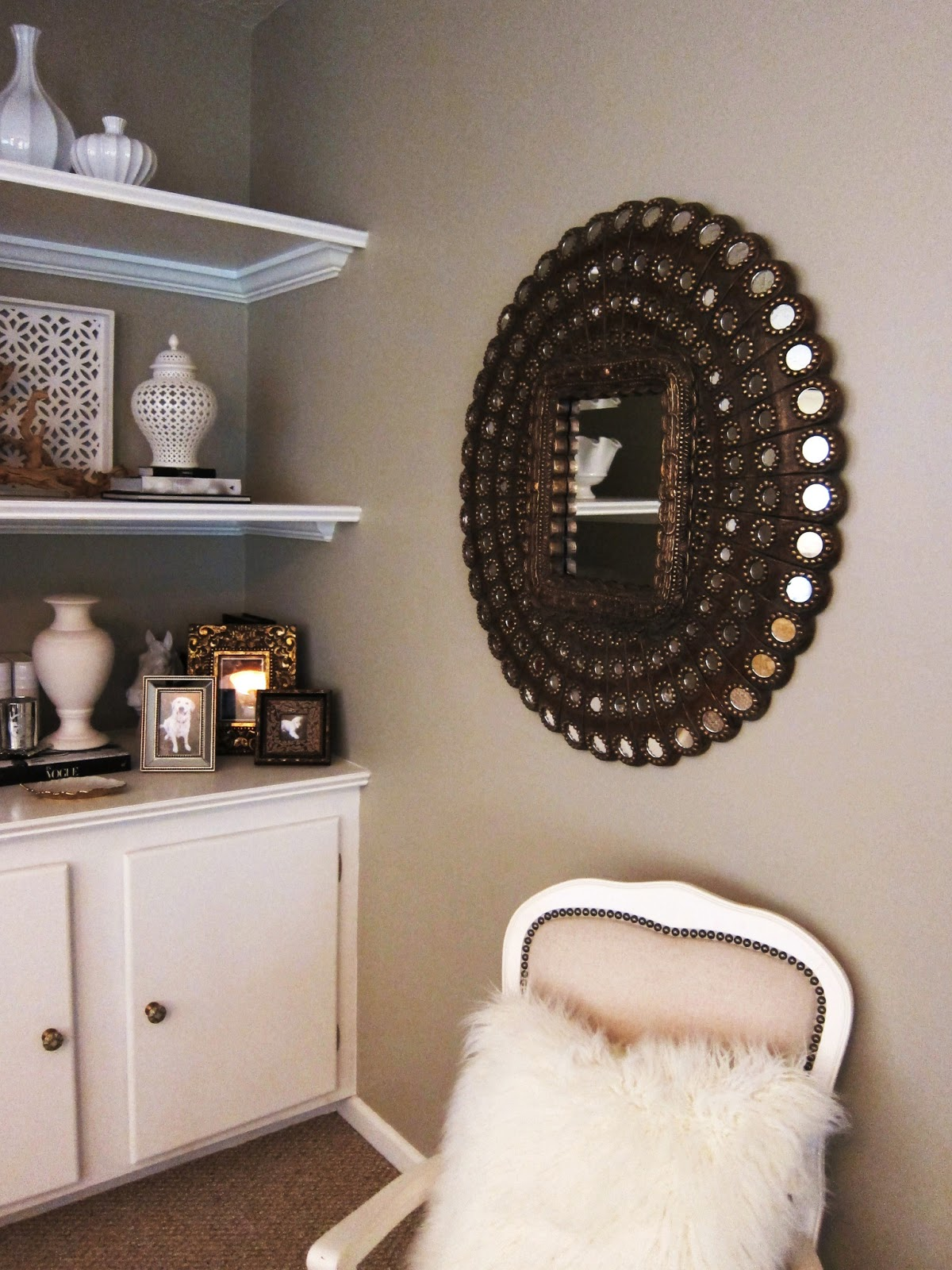 TiffanyD: Decorating With Mirrors And Mirrored Furniture... At My House.
