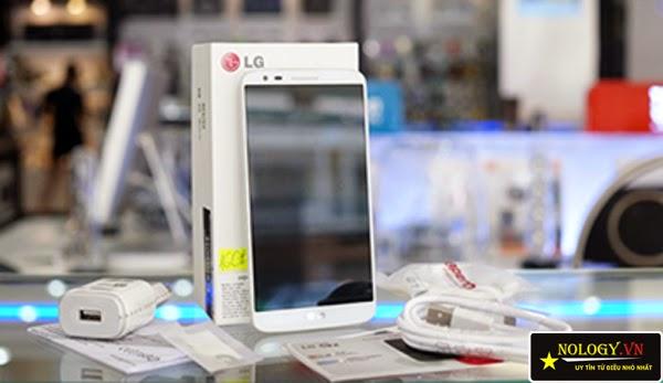 Smartphone tầm trung Sky A870 và LG G2 Docomo.
