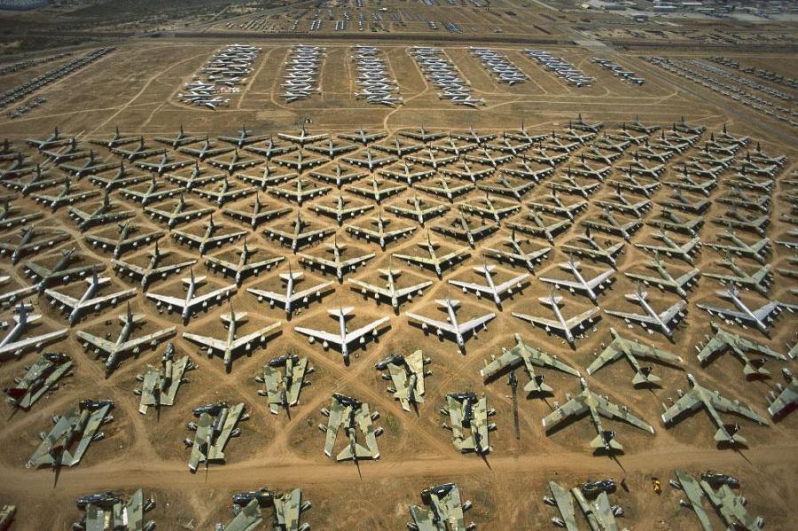 http://1.bp.blogspot.com/-AOQvnutK1bc/Tlq2jw8tZzI/AAAAAAAAGOE/V6k-MZgPZ5A/s1600/Arizona+plane+storage.jpg