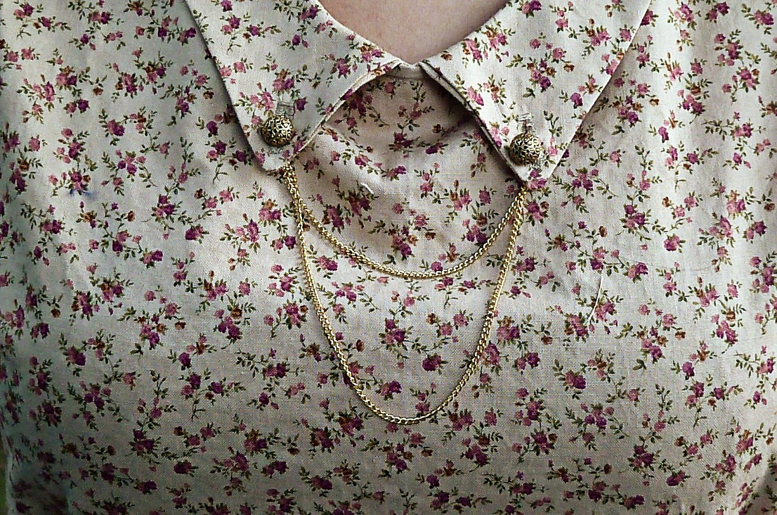 chain collar blouse, chain embellishment, button collar blouse