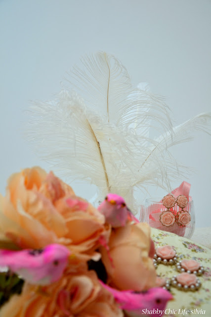 shabby chic, feathers