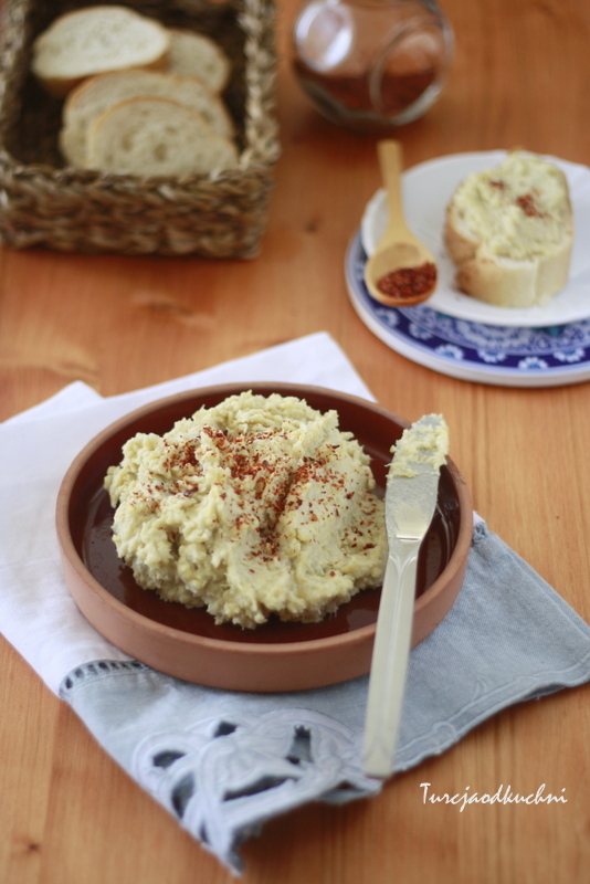 humus ciecierzyca karczoch oliwa z oliwek