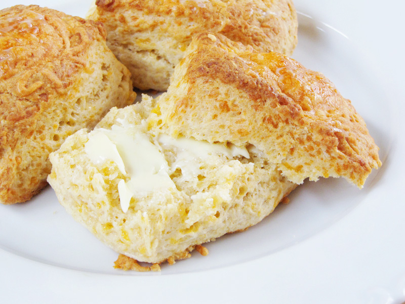 quick & easy garlic cheese biscuits | Sweet Anna's