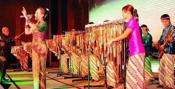 Paket Wisata Saung Angklung Mang Udjo, angklung udjo,rumah makan mang udjo bandung,angklung saung mang udjo,rumah makan angklung bandung,rumah makan saung mang udjo,saung angklung bandung,saung mang udjo,tempat wisata dekat saung udjo,tempat wisata saung angklung,tour saung udjo 2015