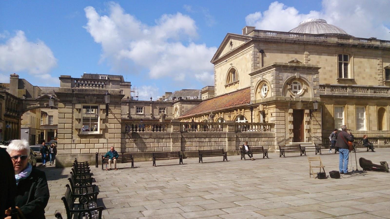 英國 單車 足球 聚舊之旅 Roman Bath 外圍廣場