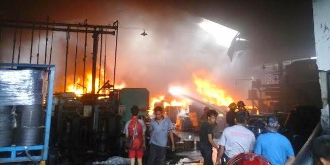 Pabrik Vulkansir Di Medan Kebakaran