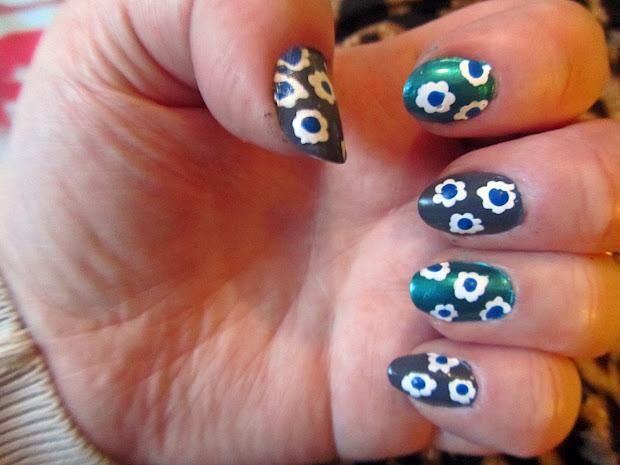 nails grey and teal floral nail