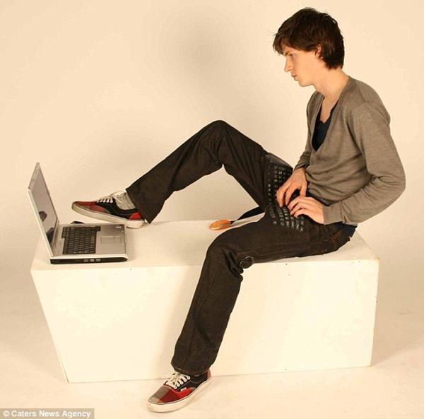 [Image: jeans-laptop-2.jpg]