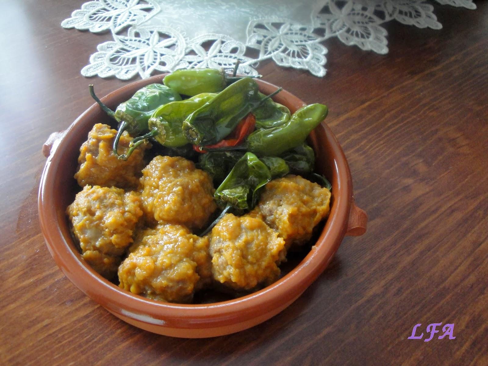 Albóndigas en salsa con pimientos del padron