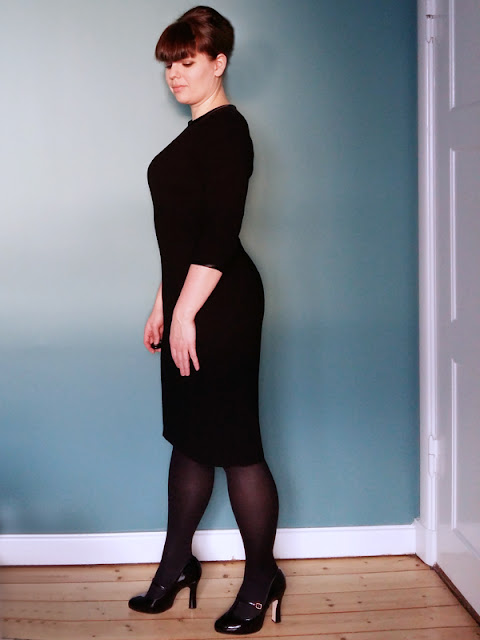 The very simple black dress side | www.stinap.com