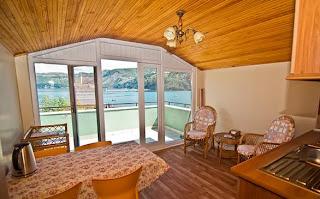 emin-apart-pansiyon-amasra-deniz-manzaralı-balkon-mutfak
