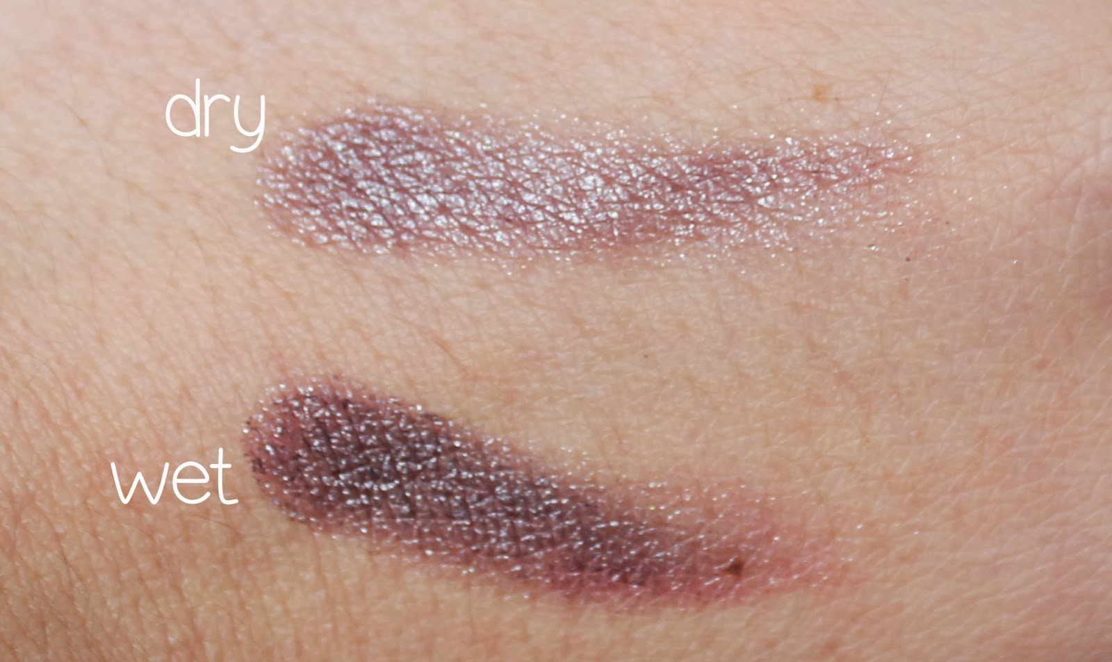 mac pressed pigment swatch
