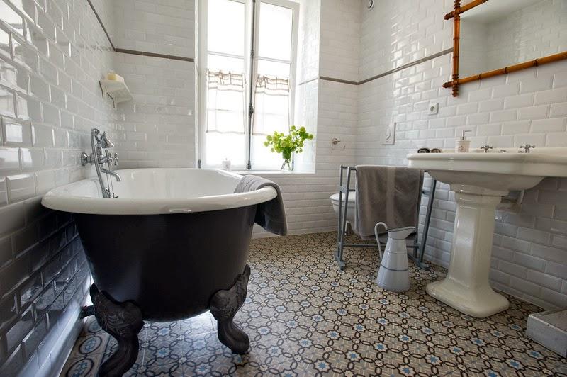 Ma maison au naturel la maison du matelot charme et vintage for Meuble salle de bain retro chic