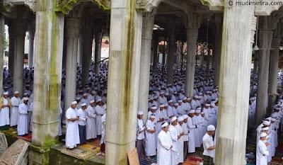 Shalat sunat dilaksanakan secara berjama'ah mulai jam 15.00 WIB
