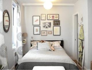 dormitorio blanco pequeño iluminado