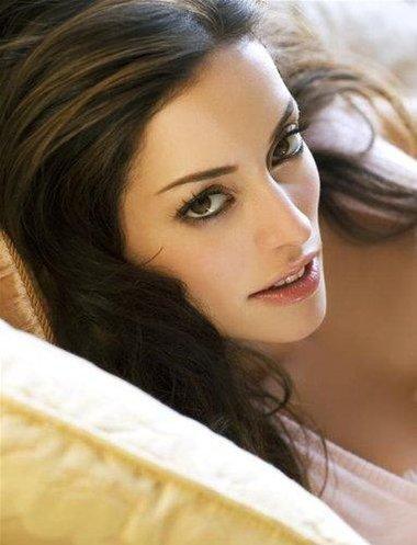 http://1.bp.blogspot.com/-ARQ160sM8KM/TnrZPKpb2SI/AAAAAAAABuQ/3s3l_xZ2qFs/s1600/Emmanuelle-Vaugier-Hot.jpg