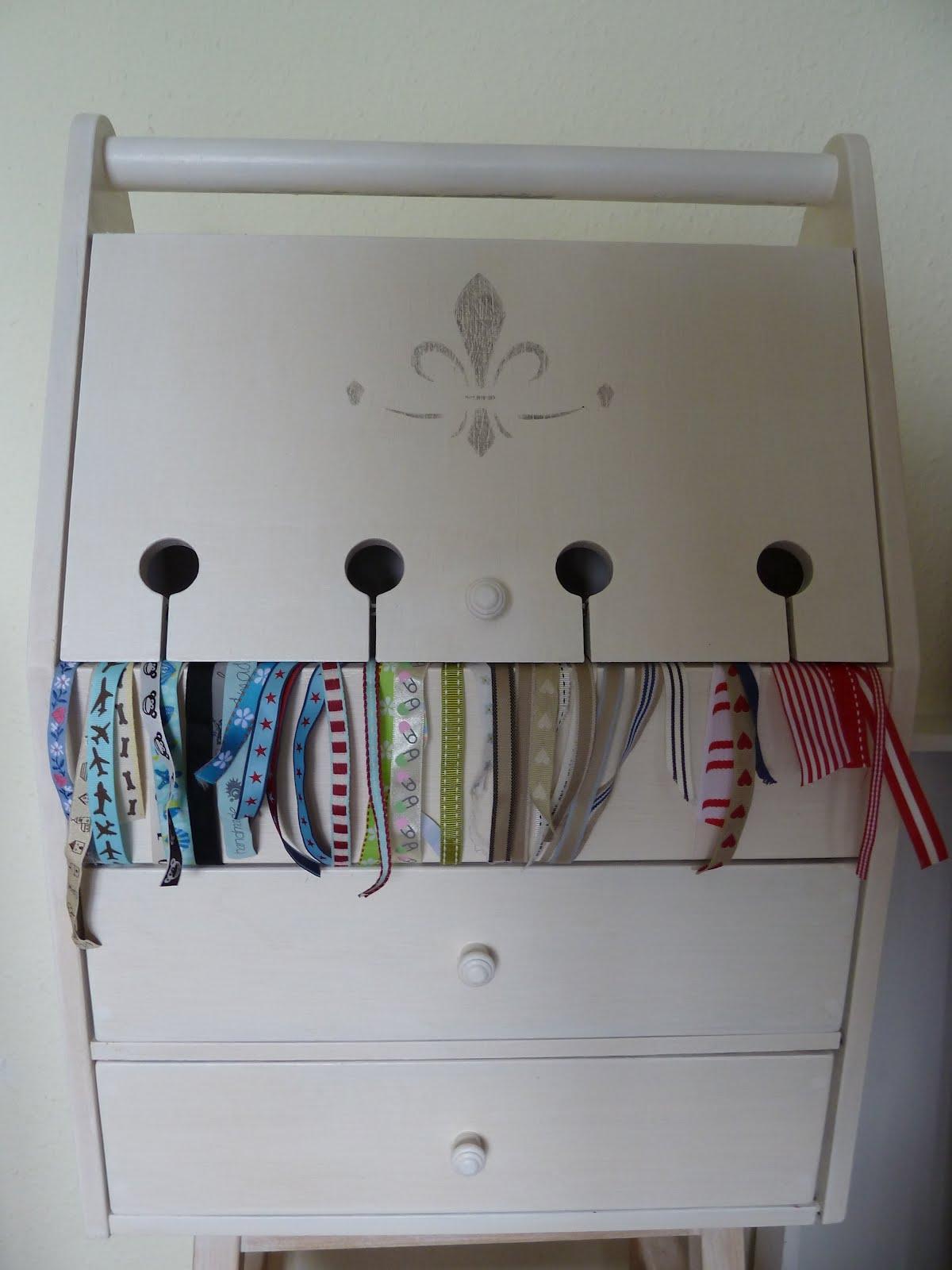 die kleine m we mein schleifen und b nder schrank das mu ich euch zeigen habe einen ganz. Black Bedroom Furniture Sets. Home Design Ideas