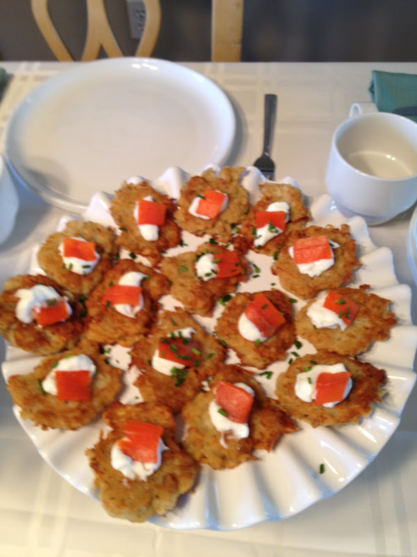 ... Cooks: Mini Potato Pancakes with Smoked Salmon, Sour Cream & Chives