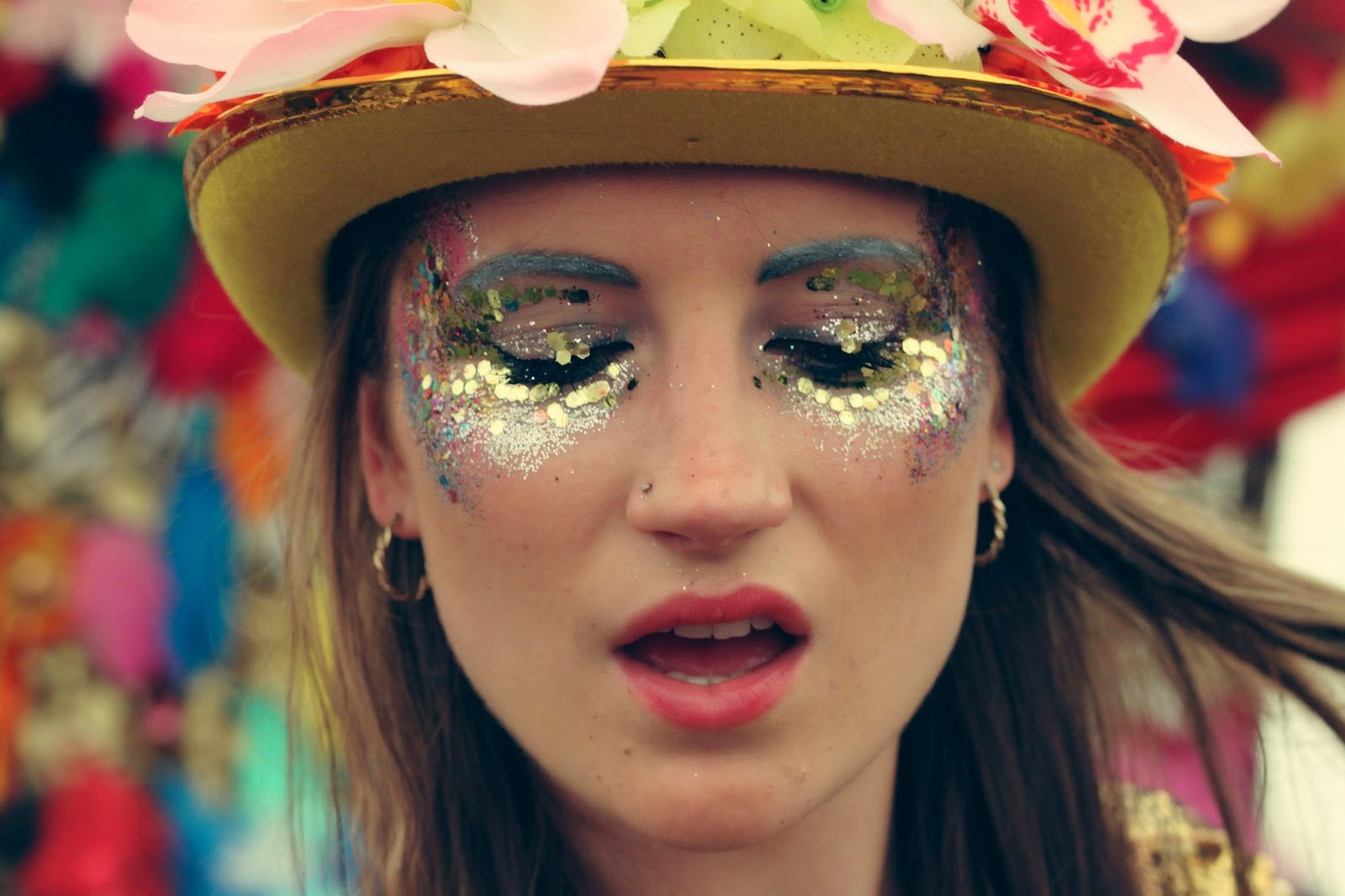 glitter, festival fashion, gold, festival make-up, Shambala,