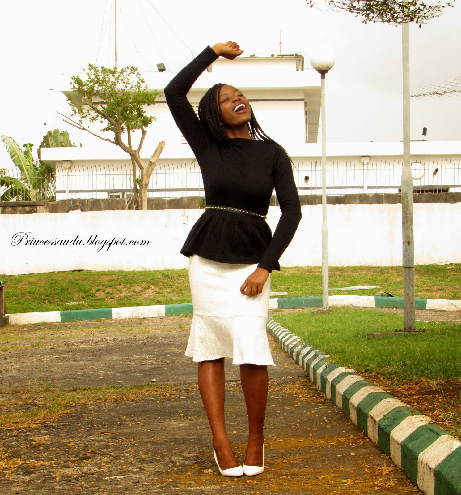 monochrome, black and white, white pumps, classic, dress to work , playing with layers, how to look smaller