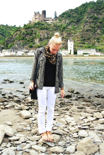 citizens of humanity jeans, white jeans, white after labor day, vintage scarf, target bag, charlotte russe sandals, travel, germany, rhine, mosel, day trip, castles, style blogger